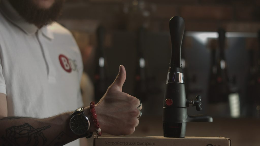 Beer tap for PET and glass bottles